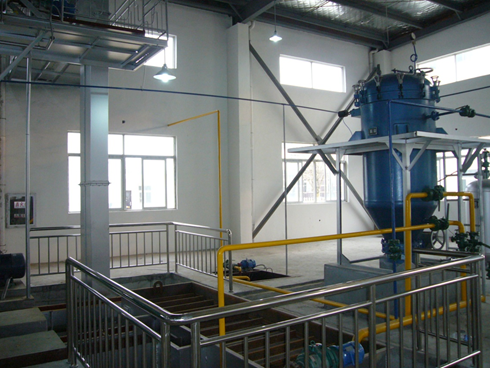 Semi-continuous edible oil refinery